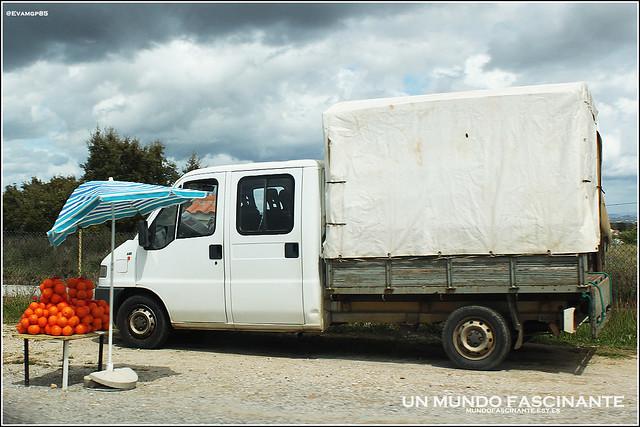 Puesto ambulante de naranjas. Algarve 2012.