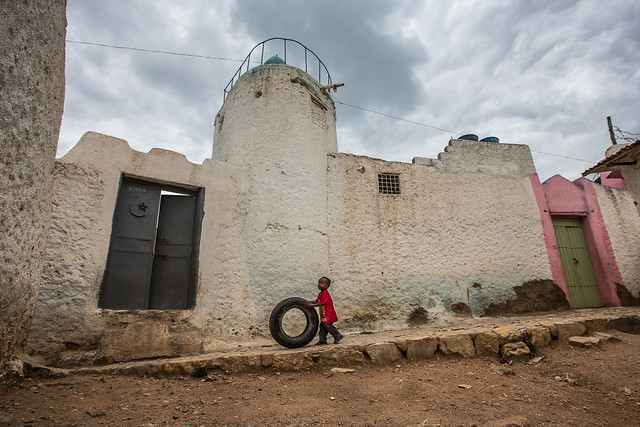child play in the alleys of harar