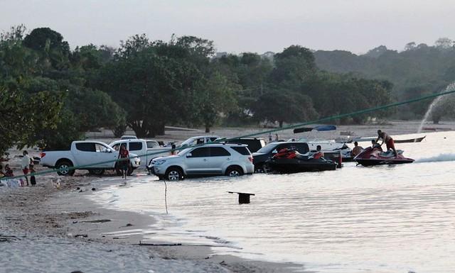 Praia e carros em Santarém