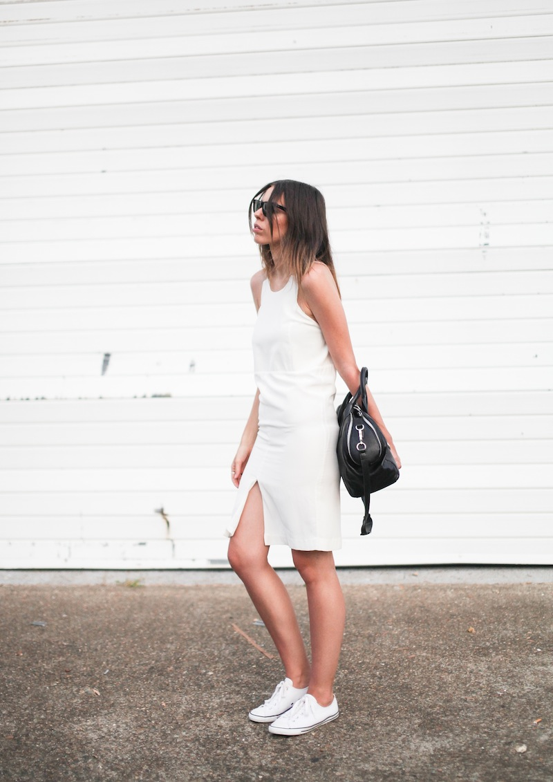 modern legacy fashion blog australia LIUK ivory split midi dress street style Zara blazer Alexander Wang Chastity chain tote bag Ray Ban oversized wayfarers all white summer style (14 of 14)