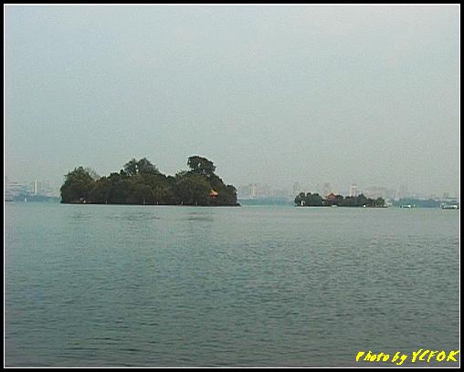 杭州 西湖 (其他景點) - 271 (在西湖十景之 蘇堤 看西湖上 左面的是阮工墩及右面的是湖心亭)
