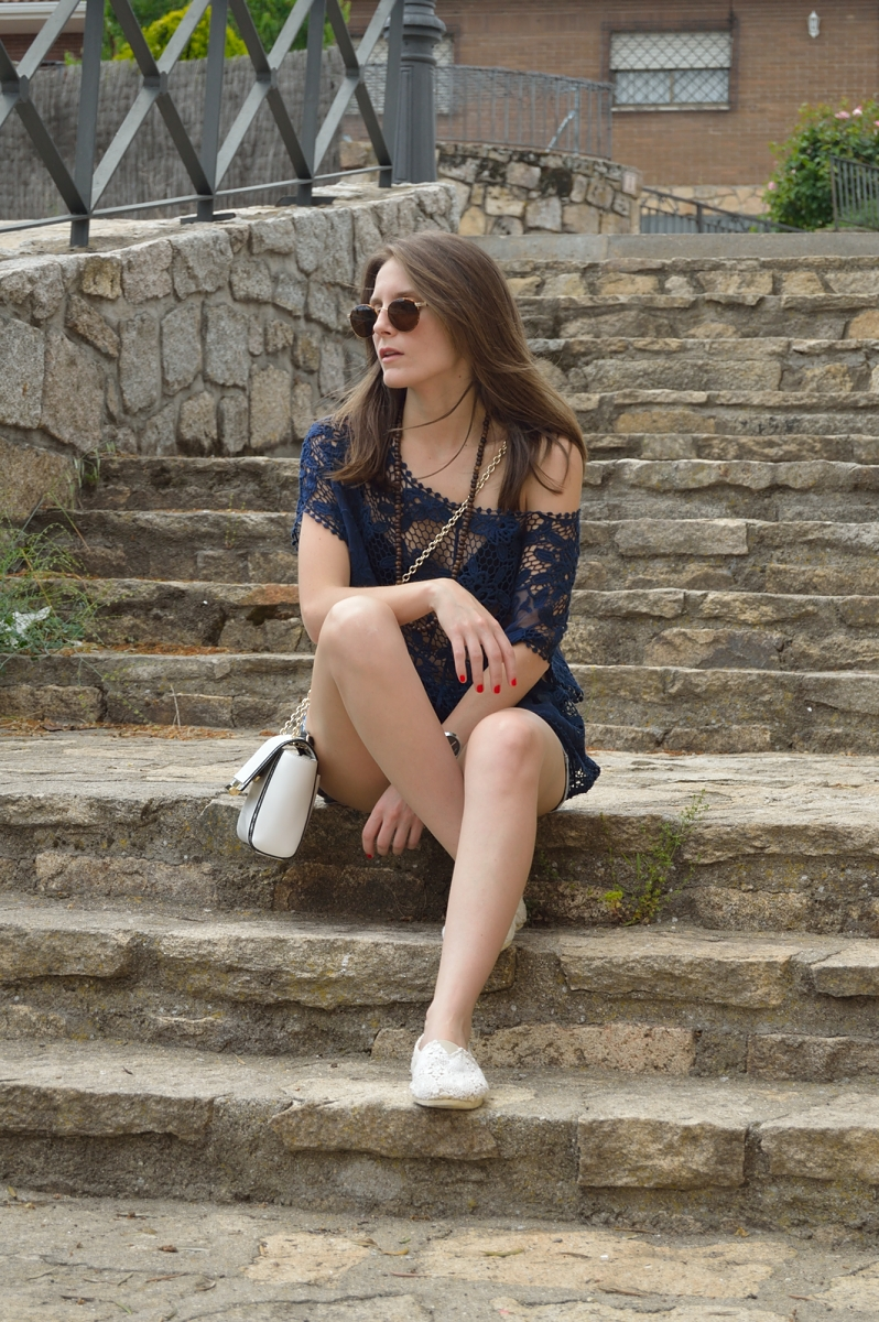 lara-vazquez-madlula-blog-fashion-style-lace-blue-chic-outfit