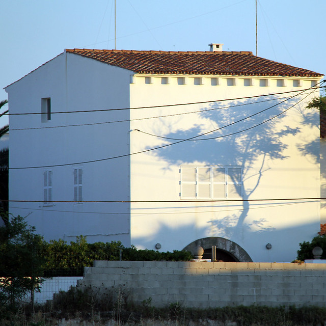 MENORCA - TREE SHADOW FAÇADE