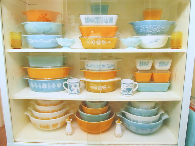 Summer/Fall Pyrex Hutch 2013 (Orange, Turquoise, and Gold)