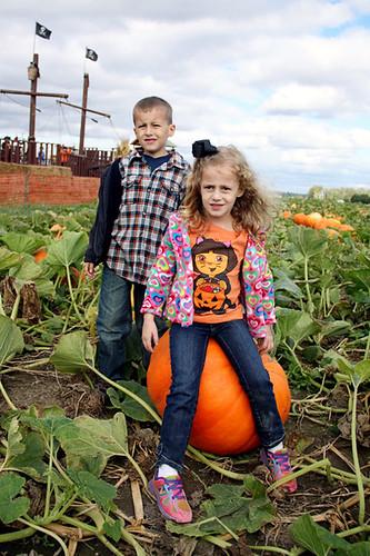 Nat-and-Aut-on-Pumpkin2