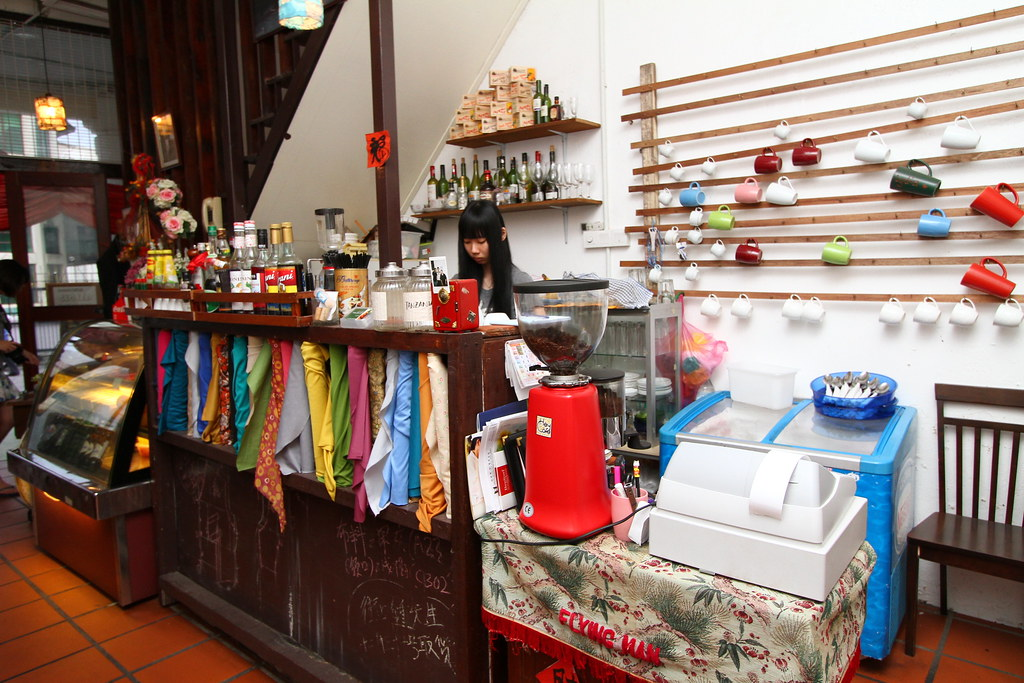 George Town Cafes: Kwong Sang House Stall & their waitress.