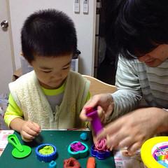 小麦粉粘土で遊ぶ 2013/10