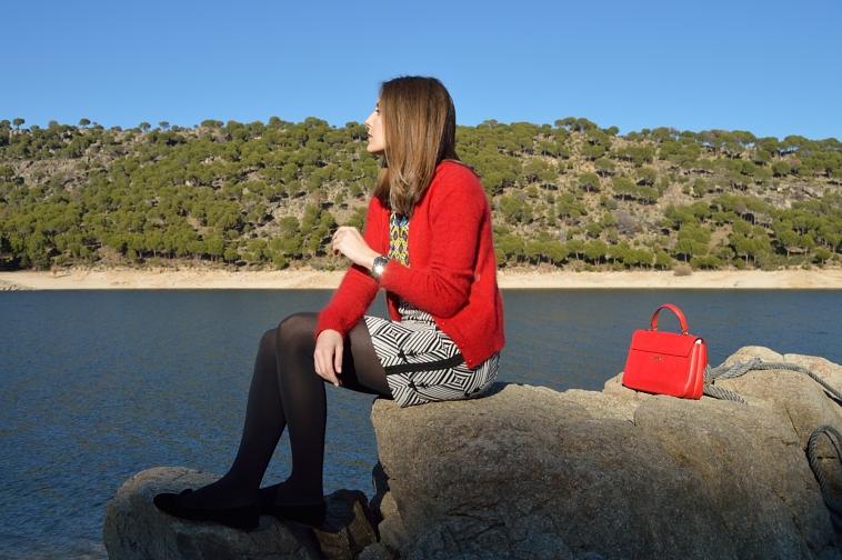 lara-vazuez-madlula-rojo-negro-vestido-geometrico-lanvin-inspiration-invierno