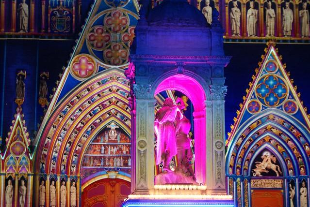 Cathédrale de Saint-Jean à Lyon pendant la fête des lumières