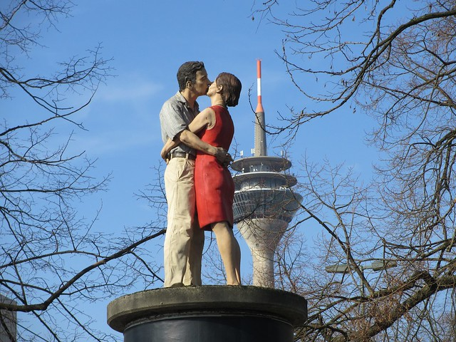 Säulenheiligen: Lovers near the tv tower