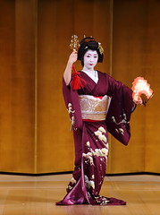 2014 新春京都紀行 花街新春踊り  その2     New Year Days in Kyoto --- New Year Dance Event at Miyagawacho-kaburenjo Theater