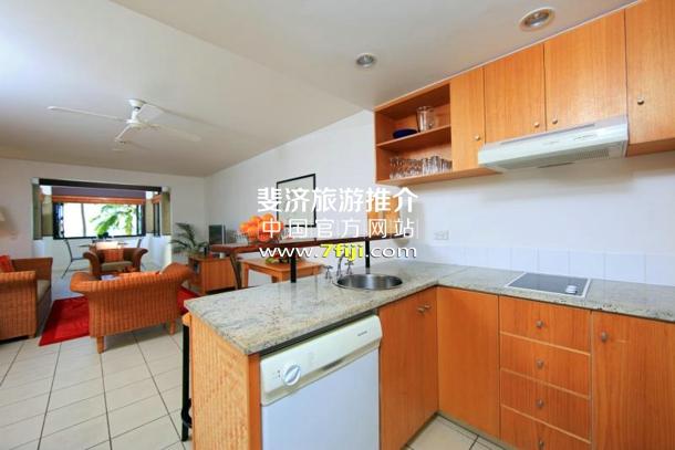 斐济丹娜拉岛喜来登别墅酒店(Sheraton Denarau Villas)别墅厨房与客厅