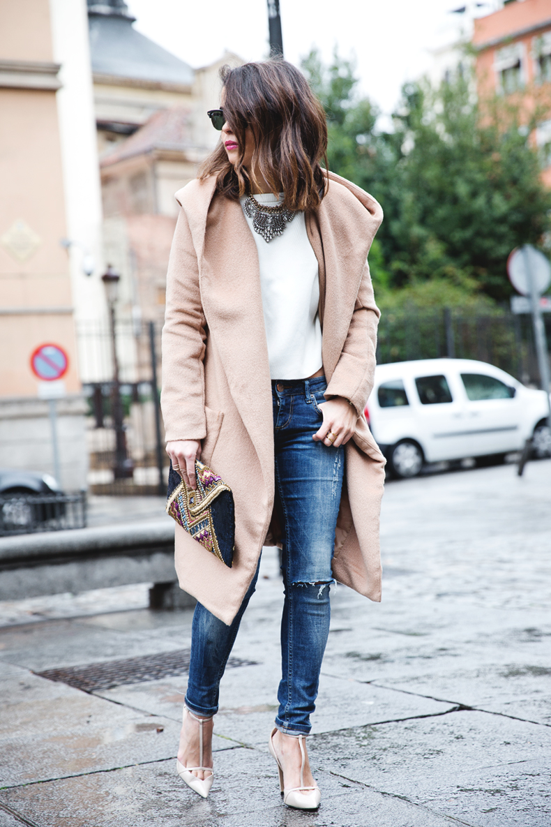 Nude_Coat-Ripped_Jeans-White-Street_Style-Outfit-Collage_Vintage-10