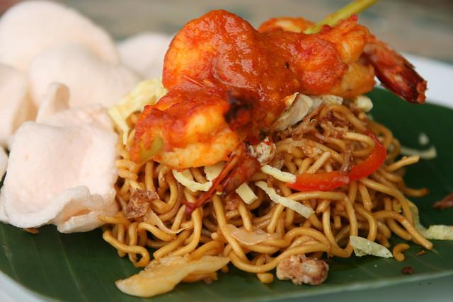 Udang Bakar Bumbu Bali & Mie Telor Campur (Balinese Style Grilled Prawn, Vegetables Egg Noodles)
