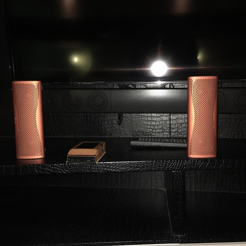 Audio bliss when I'm far from home. Thanks ak380 & KEF muo #kef #kefmuo #orange #hifi #speaker #audiophile #ak380copper #ak380