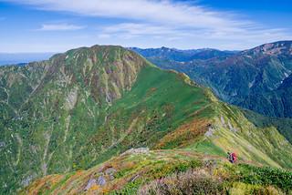 武能岳への稜線の紅葉が綺麗です