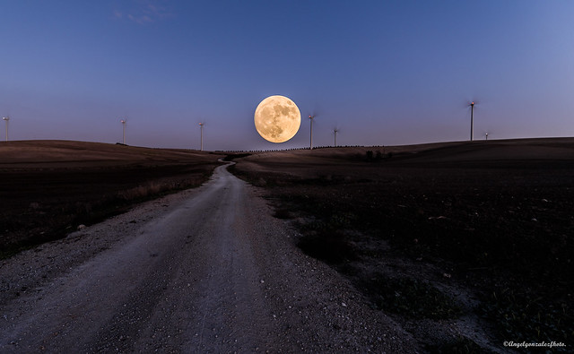 Camino a la Luna.