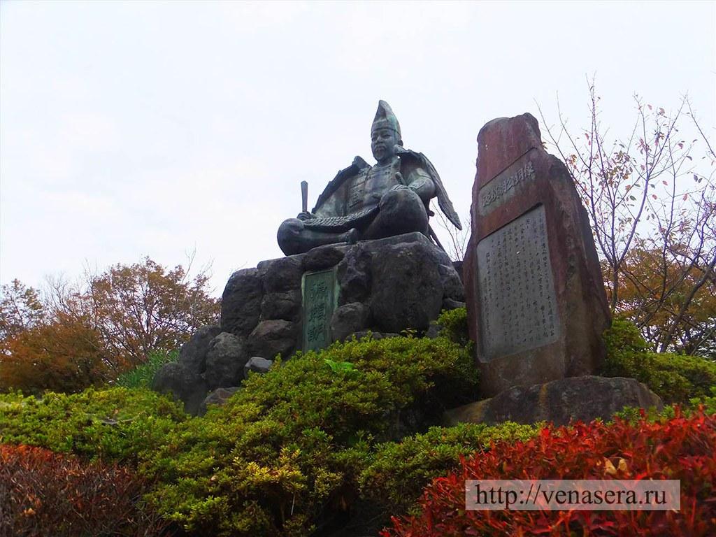 Памятник Минамото Ёритомо