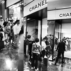 Hundreds of Chinese consumers queue at #Chanel for the latest fix of luxury items.
