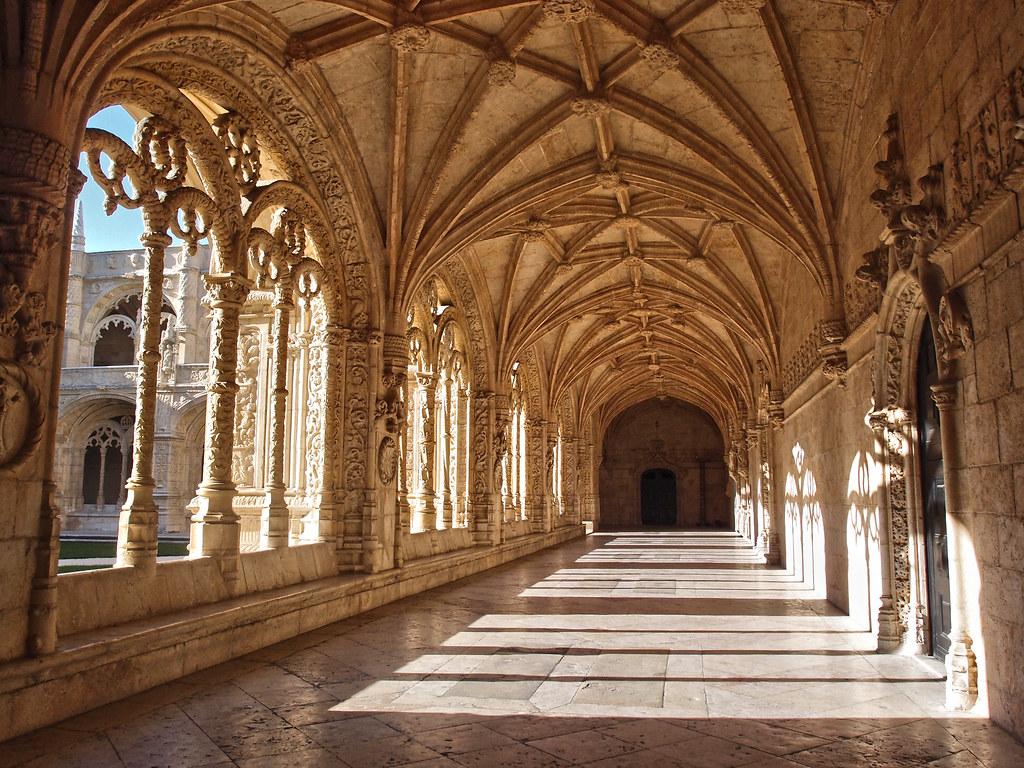 Cloister at Jerónimos Monastery, Lisbon, Portugal [1024 x 768]