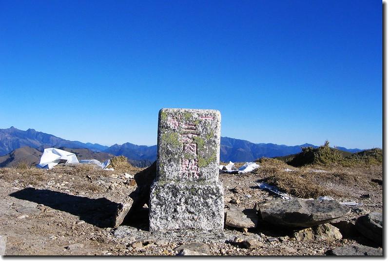 三叉山一等三角點(Elev. 3496m)