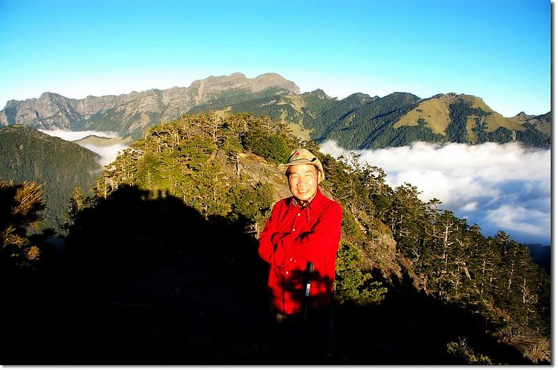 火石山山頂(背景為雪山群峰)
