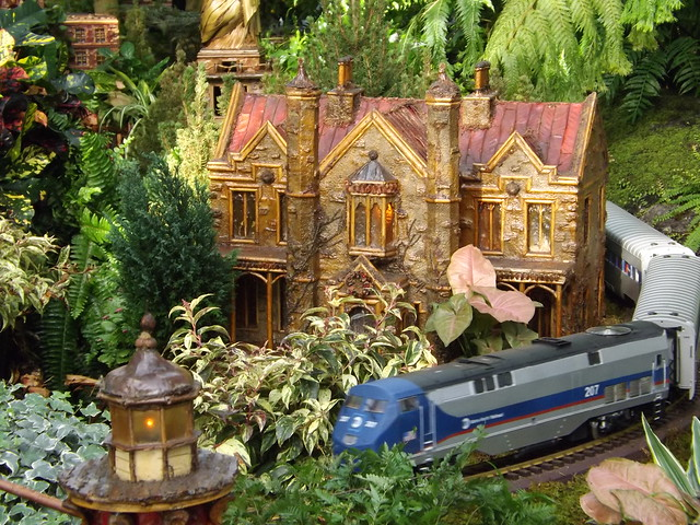 Model trains model buildings new york botanical garden train holiday train show bronx new for Bronx botanical garden train show