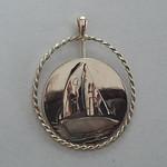 geelgouden en gouden hanger zeilboot