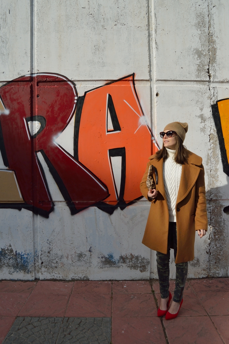 lara-vazquez-madlula-style-chic-red-heels-brown-coat-blogger