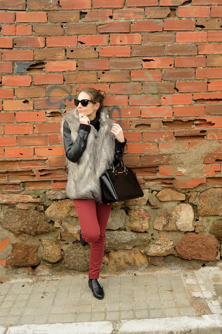 lara-vazquez-madula-blog-wine-jeans-faux-fur-vest