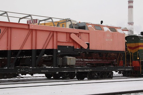 Discharge conveyor at the rear of the snow clearance train