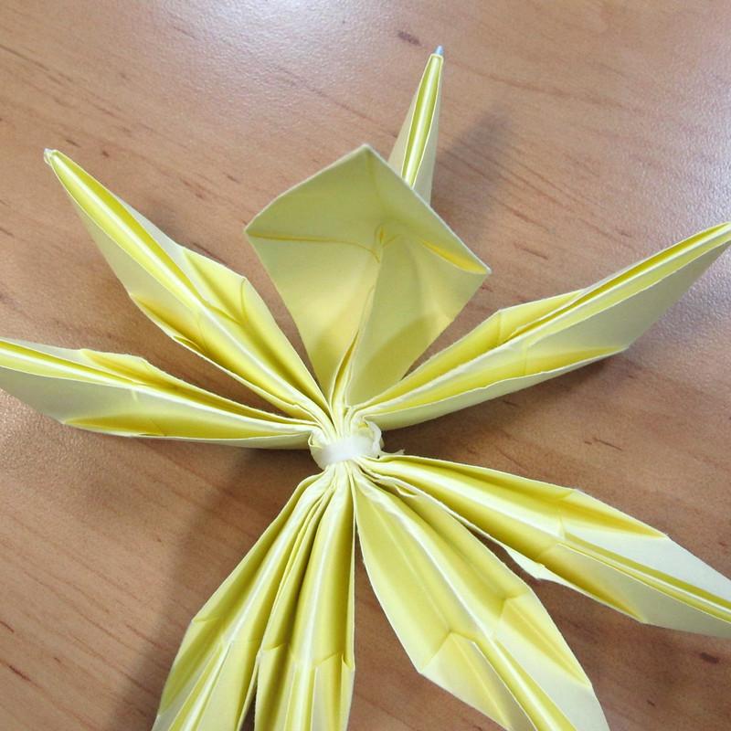 วิธีการพับกระดาษเป็นดอกบัวแบบแยกประกอบส่วน 019