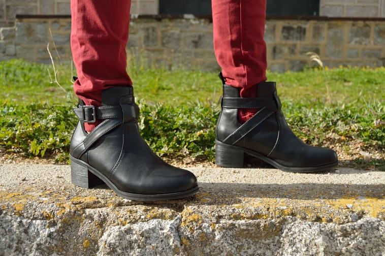 lara-vazquez-madlula-blog-details-black-booties
