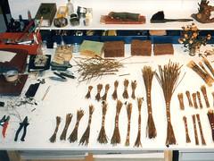 B 10.1 Pinsel-Objekte: Wood-brush-manufacture - Herstellen von Malbüscheln
