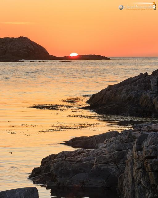 Setting sun behind Forøya