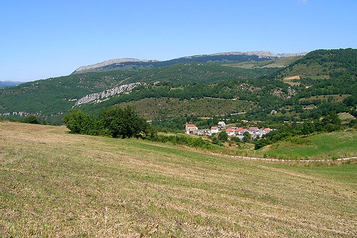 Les Pyrénées - Village in the Valley