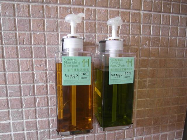 大人用的是上山採藥的沐浴乳與洗髮精@宜蘭心森林民宿1N