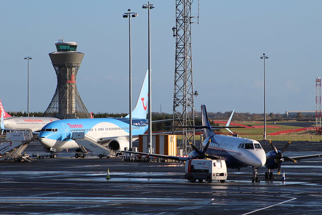 thomson b737 and eatern, Canon EOS 100D, Canon EF 75-300mm f/4-5.6