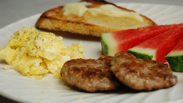 a simple real food recipe :: quick morning meals with bulk breakfast sausage prep