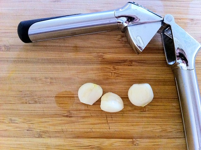 3 Garlic Cloves with Garlic Press