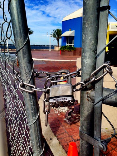 #MayorFoster can UNLOCK the fence around #StPete Pier, email mayor@stpete.org - remove that fence!