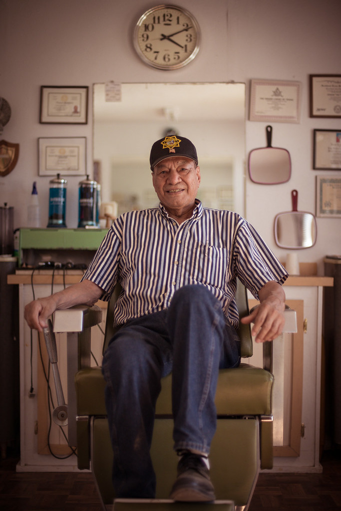 Portrait of the day: the barber shop owner: a perfect subject for the