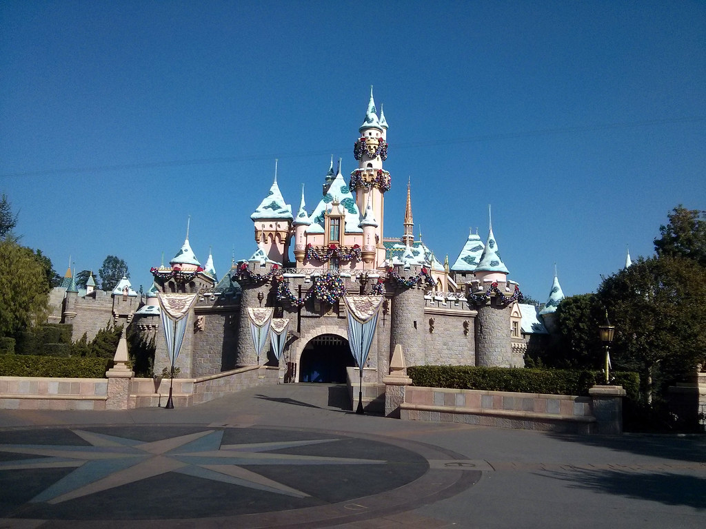 Disneyland castle with Frozen livery, Disney Social Media ...