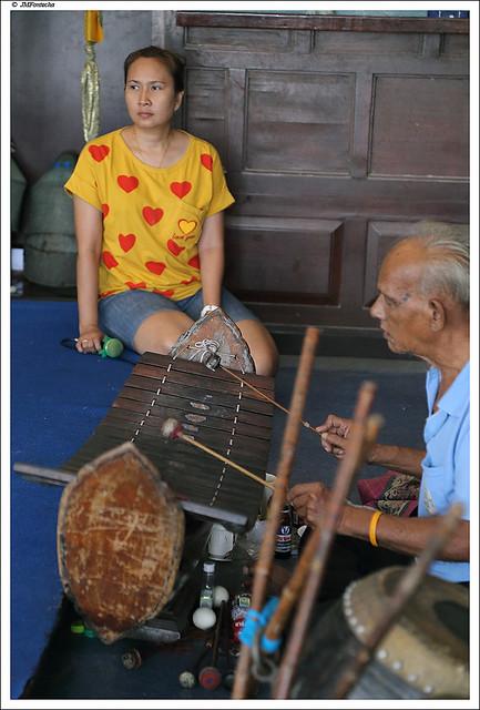 JMF233498 - Teatro tradicional tailandés - músicos - Bangkok - Tailándia