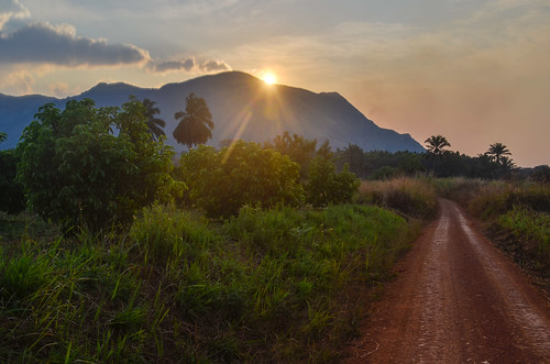 africa sunset bicycle cycling dirtroad roads velo vélo cameroon cameroun cyclotourisme cycletouring day390 bamoun freewheelycom