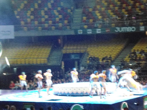 Acróbatas y payaso/Acrobats and clown, Circo JUMBO, Movistar Arena, Parque O'Higgins, Santiago, Chile 2013 - www.meEncantaViajar.com by javierdoren