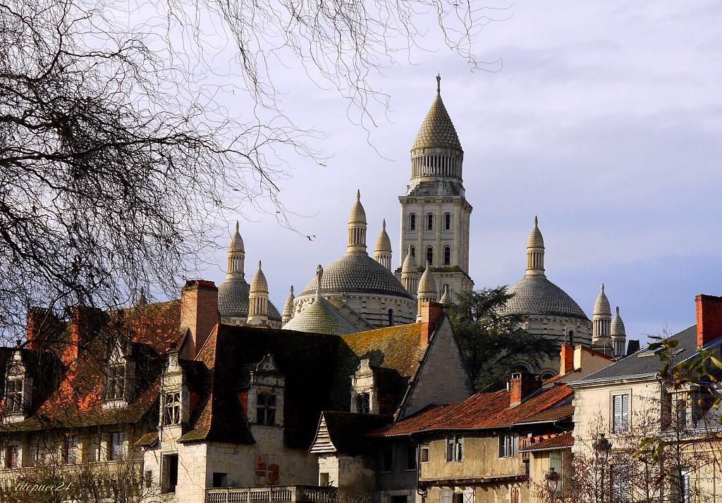 Des vieilles maisons  et la cathédrale Saint-Front 11758732023_c3ae8efde4_b