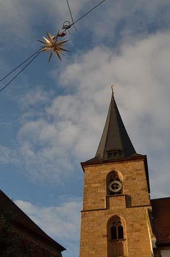 Weihnachtsmarkt Freinsheim sun on the church