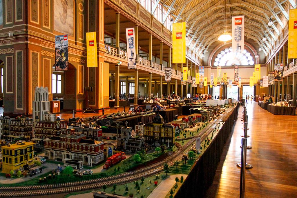 Brickvention 2014: Main train layout