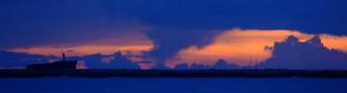 Pôr do Sol em um céu nebuloso / Sunset in a cloudy sky